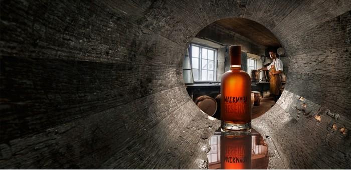 Paketerbjudande 1 april - Whiskyprovning och V75 Buffé